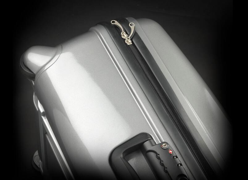 Une vue du côté de la valise.