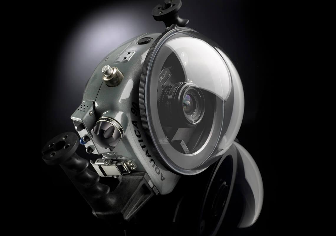 Vue 3/4 de la caméra sous-marine NIKON.