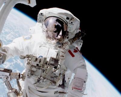Un astronaute canadien dans l'espace.